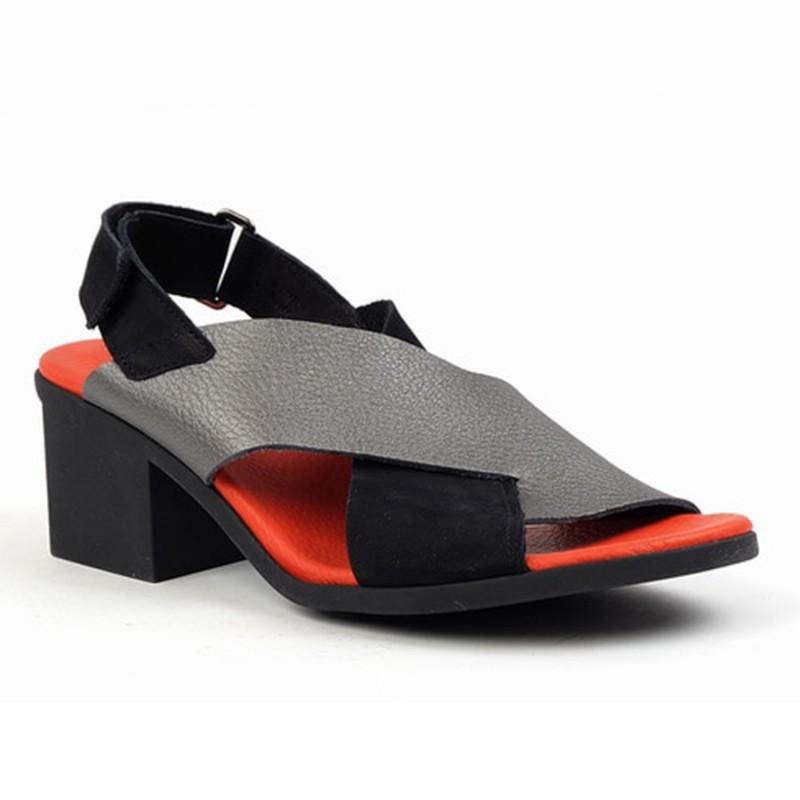 Sandalo a fasce incrociate con cinturino regolabile e tacco da donna ARCHE modello VAYEST in vendita su Naturalshoes.it